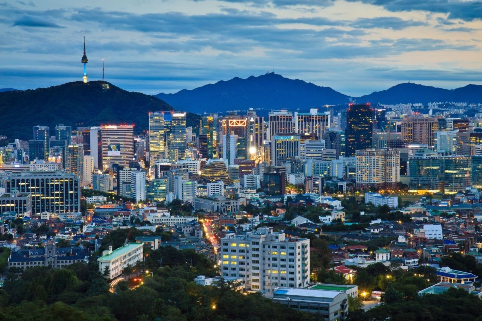 Seoul-South-Korea-cityscape-by-dusk-1600x1066