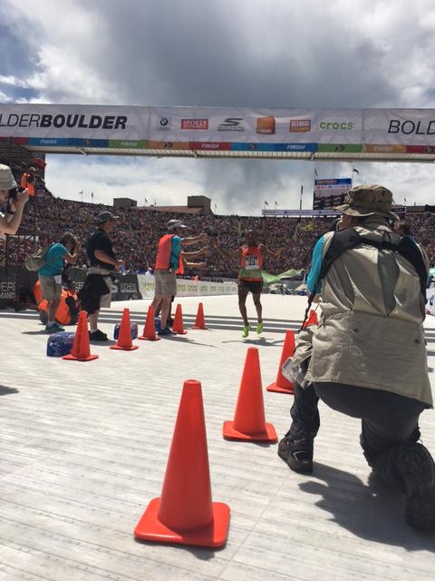 The men' s leader, Isaac Mukundi finishing
